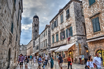 People strolling down Stradun