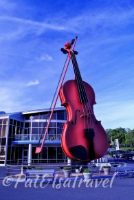 Giant violin in the Sydney Waterfront