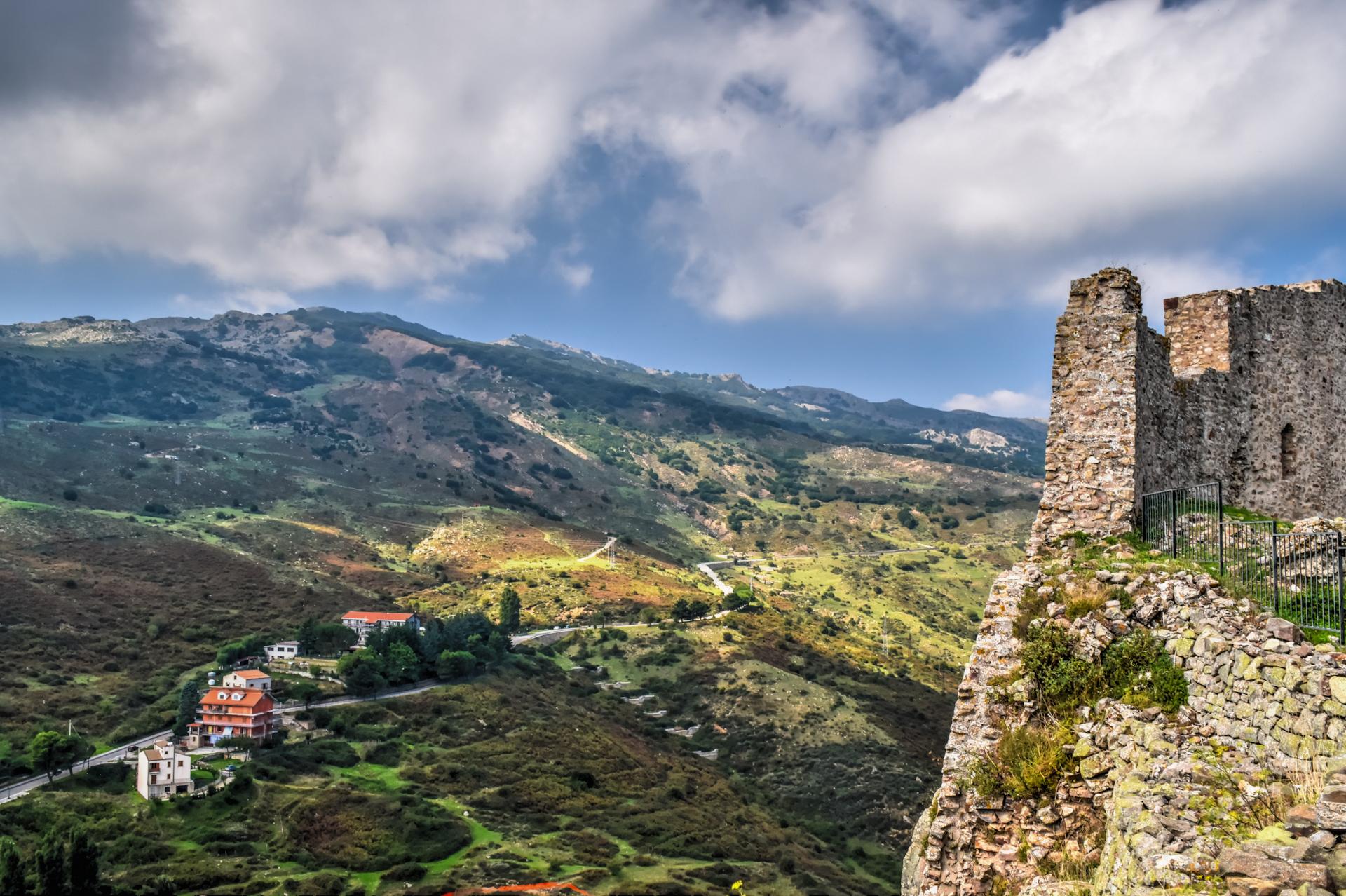 Vue du château de Geraci Siculo